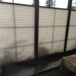 Plisy zaciągnięte do połowy okna