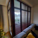 Żaluzje drewniane - wysokie okna
