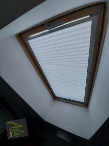 Plisy w oknie dachowym