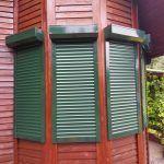 Zielone rolety zewnętrzne - domek działkowy